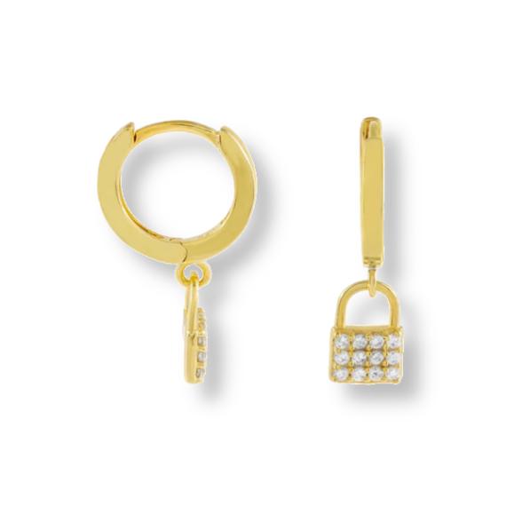 עגילי-חישוק-מעוצבים-עם-תליון-מנעול-זהב